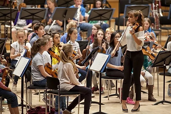 Nicola Benedetti leads a Benedetti Foundation workshop