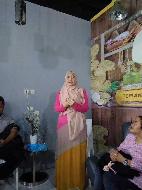 Ibu Novi pemilik gerai HOT House Of Tempe