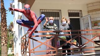 """بالفيديو: """"سبايدرمان"""" بطل المسنين أيضا في أنطاليا التركية"""