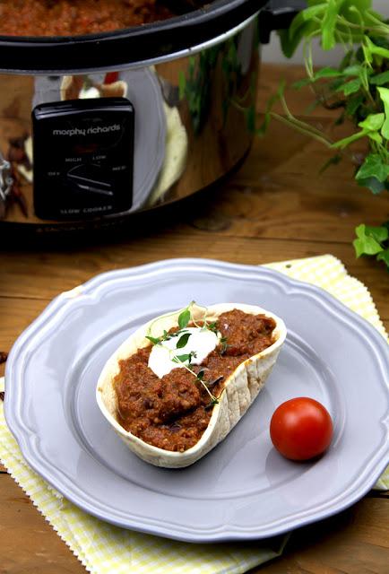 Chilli Con carne, danie z mięsa mielonego, mięso mielone, mielona wołowina, mięso w sosie pomidorowym, kuchnia amerykańska,