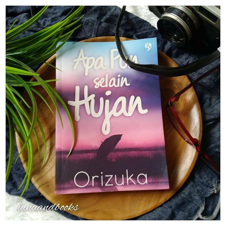 Review Buku : Apapun Selain Hujan