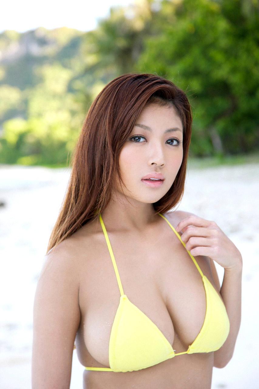 kana tsugihara sexy bikini pics 05