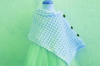 4 - Crochet Imagen Poncho asimétrico a crochet y ganchillo por Majovel Crochet.