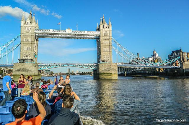 Passeio de barco no Rio Tâmisa e a Tower Bridge, Londres
