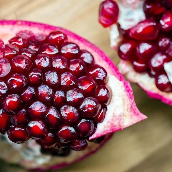 Biji buah delima merah