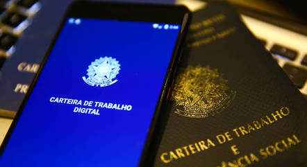 Brasil abre 280 mil vagas com carteira assinada em maio