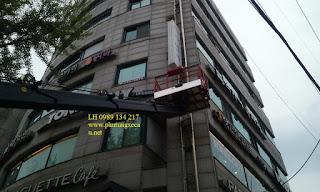 Xe thang nâng tự hành nâng người làm việc trên cao 18 m