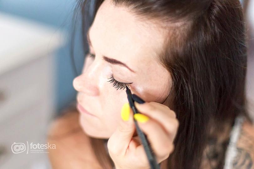 makijaż oka krok po kroku, pisak, eyeliner, catrice, sleek, tusz do rzęs, pomada do brwi, mary lou the balm, rozświetlacz, beauty, kosmetykomania, vichy, idealia, toaletka, cottonball,