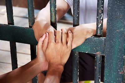Alagoinhas: Adolescente é capturado por moradores depois de tentar roubar celular de mulher