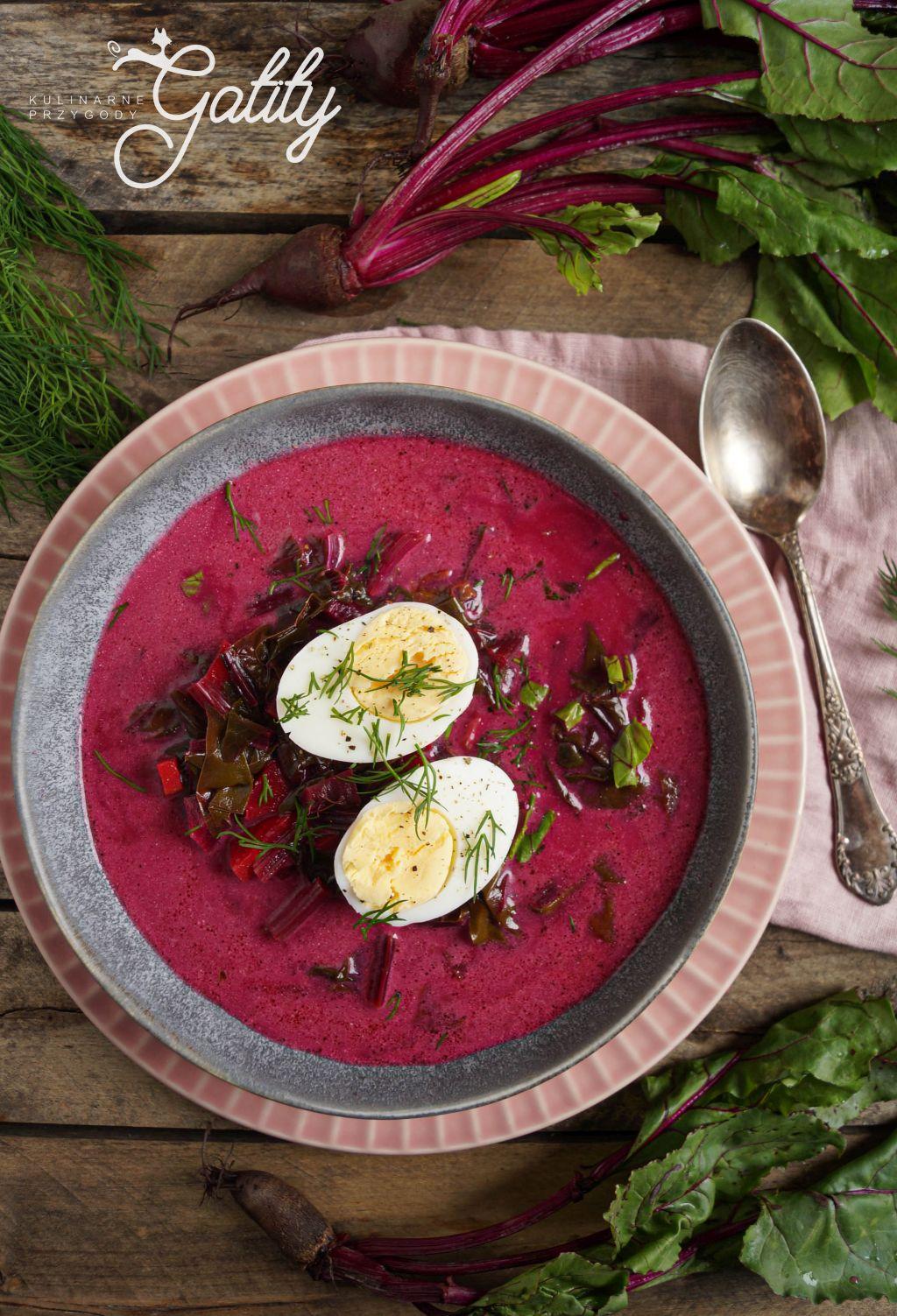 czerwona-zupa-z-jajkiem