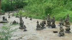 Fenomena Batu Bersusun Ditemukan di Sukabumi dan Ngawi