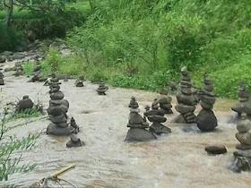 Fenomena Batu Bersusun Ditemukan di Sukabumi dan Ngawi - Responsive Blogger Template