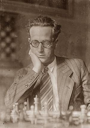 Plàcid Soler Bordas frente al tablero de ajedrez