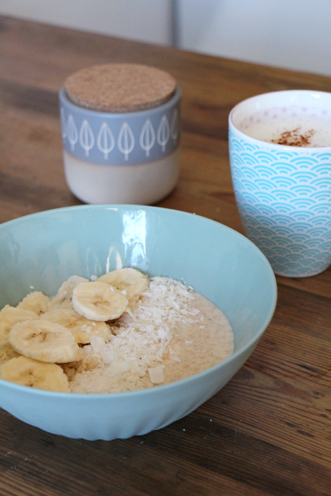 Kokos-Porridge mit Bananen