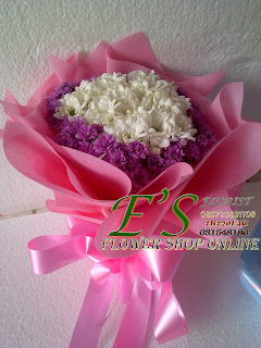 rangkaian bunga tangan aster