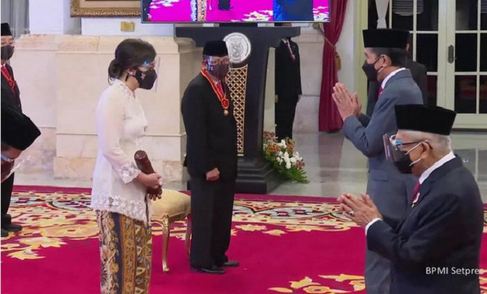 Jokowi Anugerahkan Bintang Kehormatan Kepada Sejumlah Tokoh, Berikut Daftar Lengkapnya