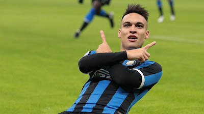Barca không thể phá hợp đồng để mua Martinez, con trai Phil Neville ký hợp đồng với MU