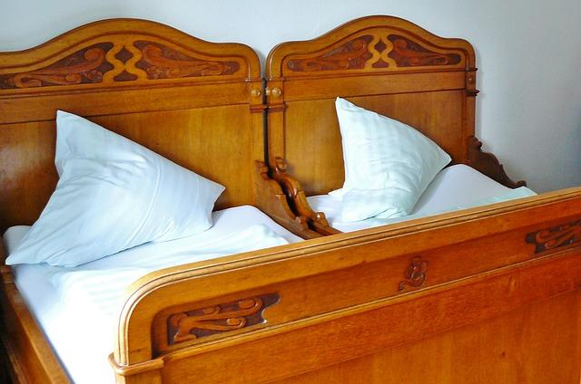 Sensitif, Inilah Adab Di Tempat Tidur bagi Suami Istri