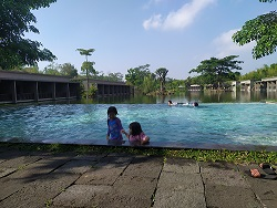 swimmping pool di the westlake resort