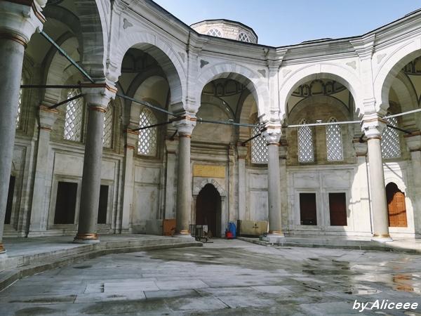 vacanta-in-Istanbul-Moscheea-Nuruosmanye