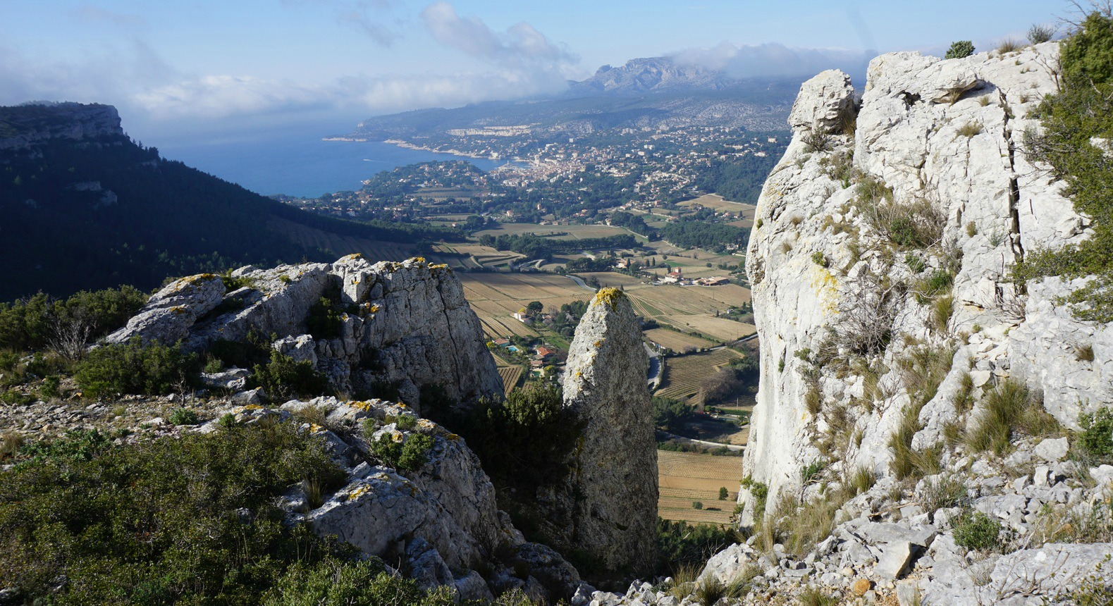 Cassis seen from GR51 near Couronne de Charlemagne