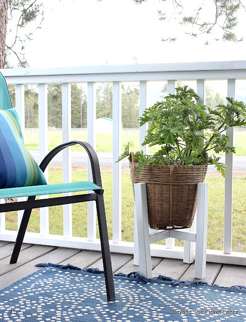 How to Build an Easy Peasy Plant Stand