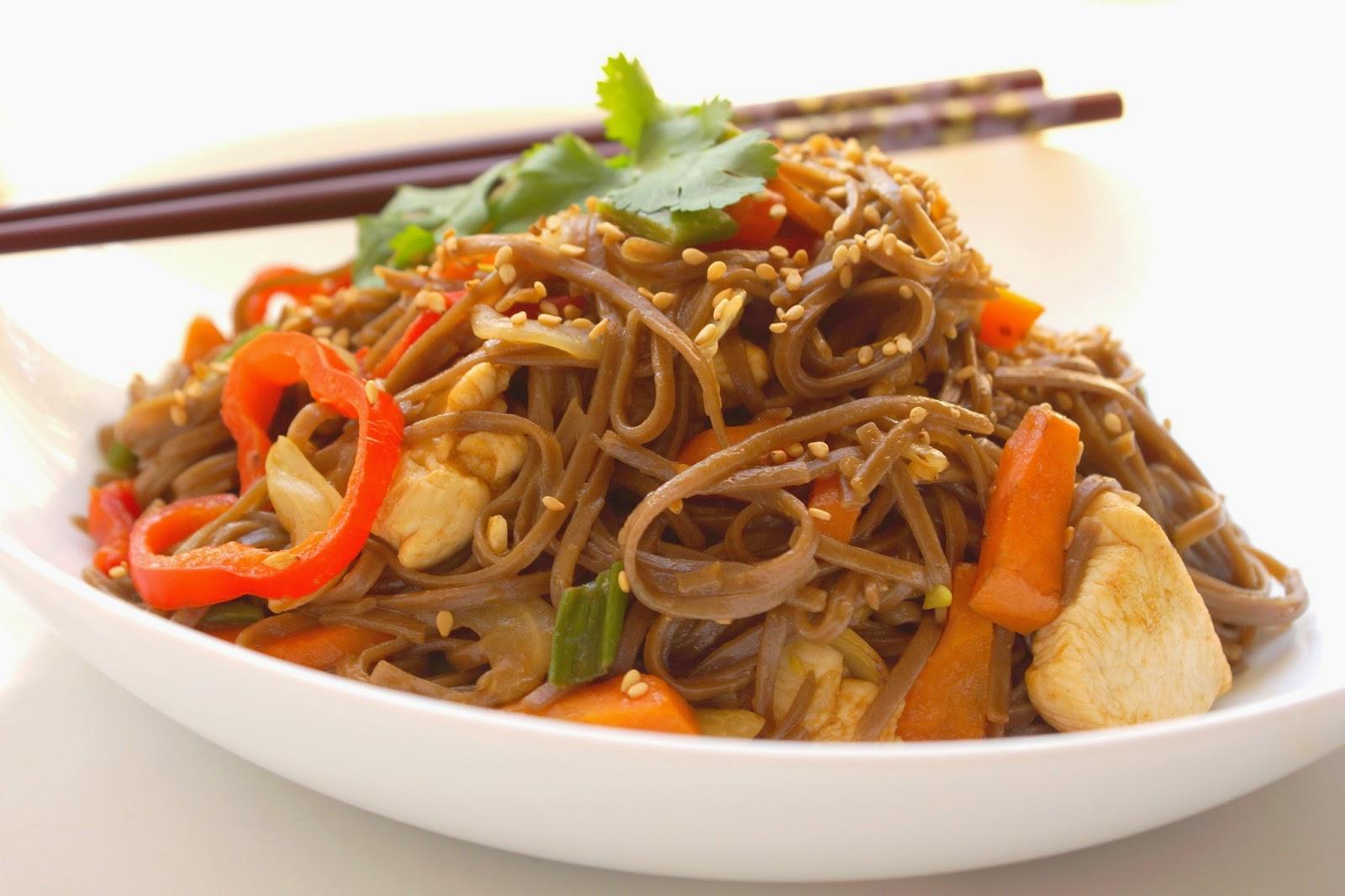 Bienvenue Chez Spicy Wok De Légumes Et Nouilles Soba Sautées