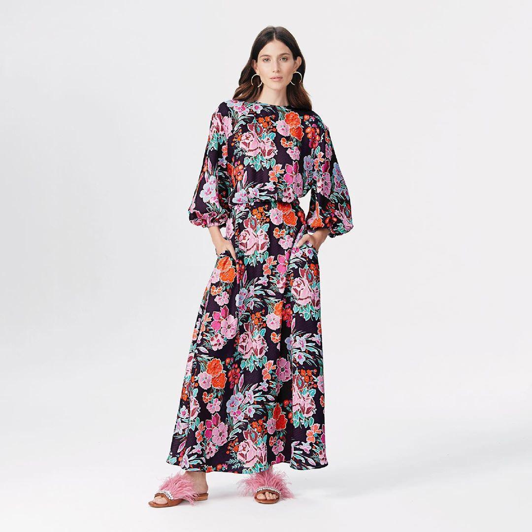 Moda mujer primavera verano 2020 vestidos, trajes y monos.