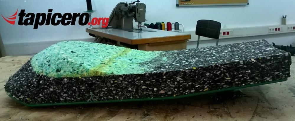 espuma sobre base de metal para hacer un asiento de moto caferacer
