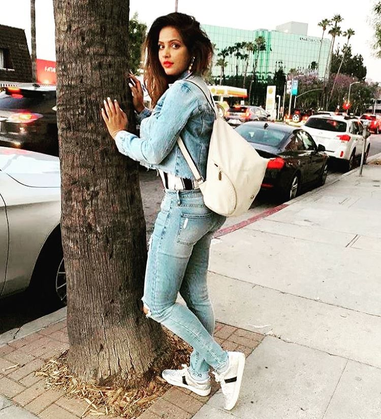 Top model and actress Neetu Chandra very Sexy Pictures
