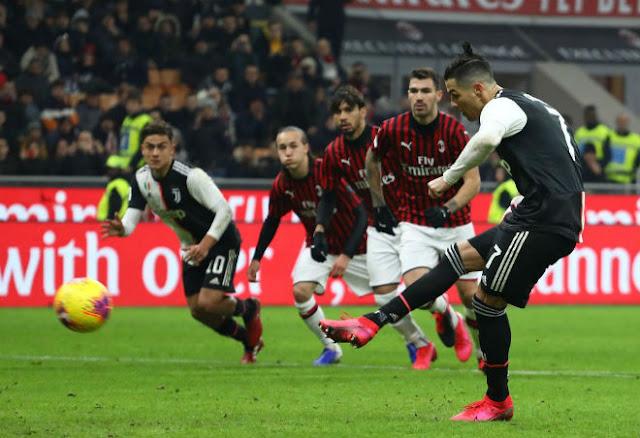 """Ronaldo cứu Juventus thoát thua Milan: Thầy Ibra """"sôi máu"""" kể tội trọng tài 2"""