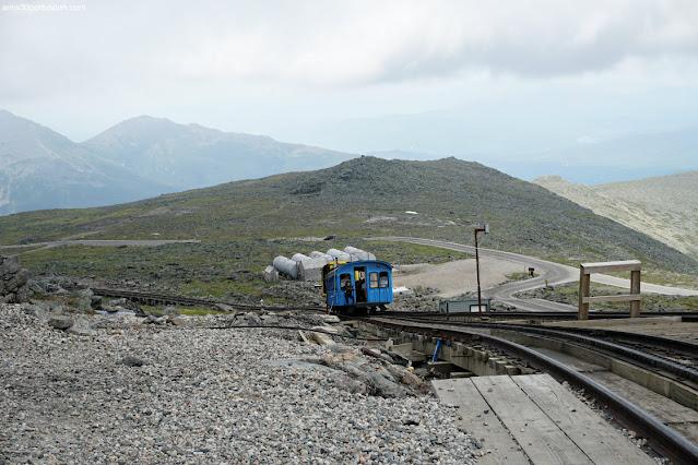 The Mount Washington Cog Railway en la Cima