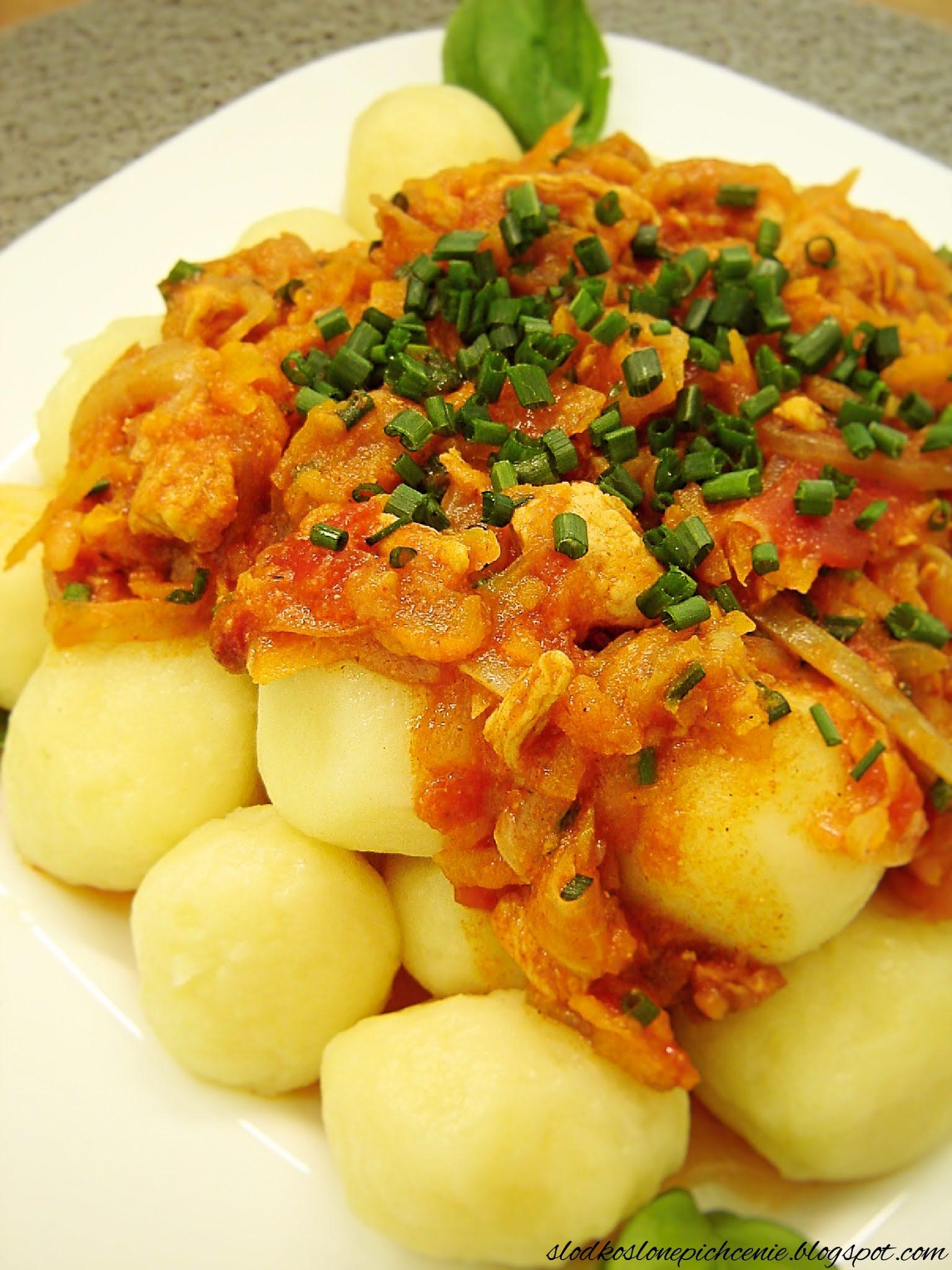 Kluski ziemniaczane z kurczakiem i warzywami