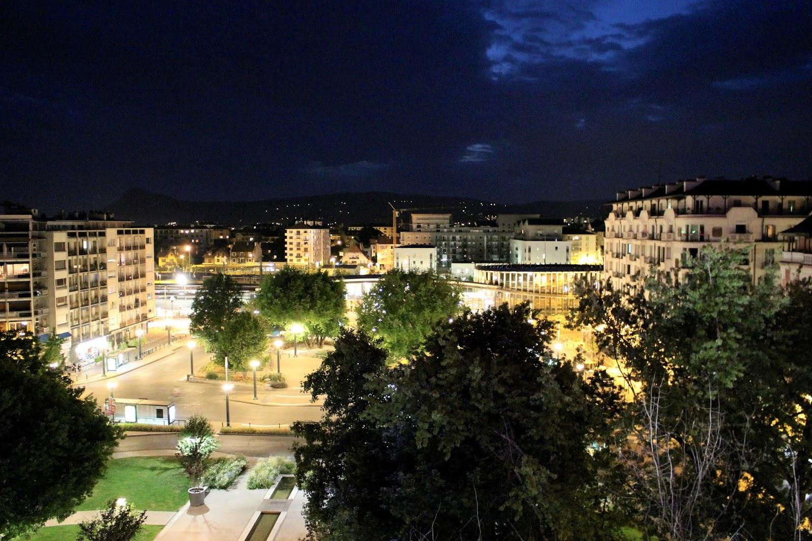Best Western Hotel Carlton Annecy nighttime balcony view