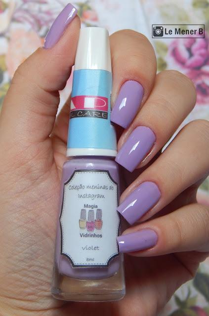 unhas com esmalte lilas