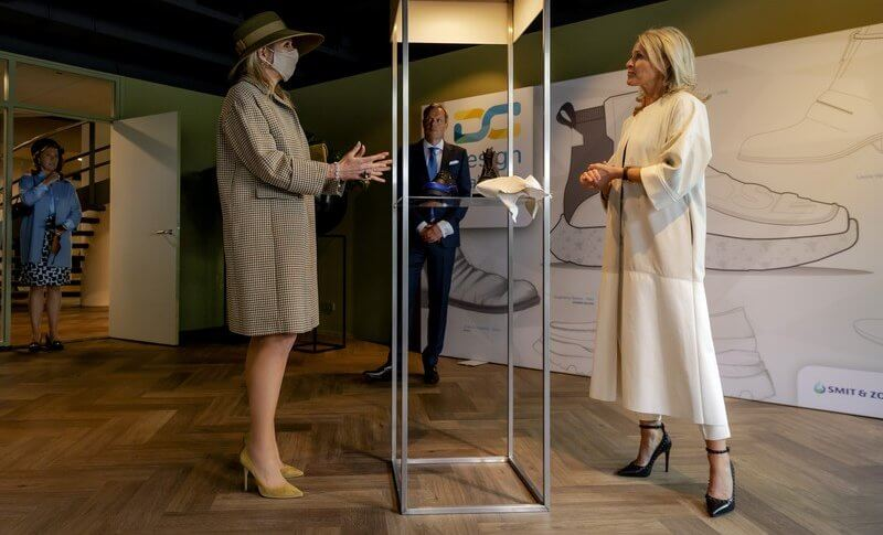 Queen Maxima visited the Smit and Son in Weesp on the occasion of the company's 200th anniversary. Maxima wore a coat and dress from Natan