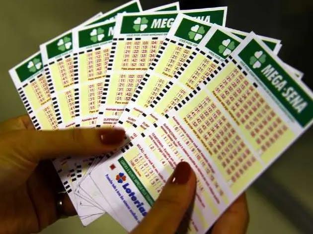 Mega-Sena acumula e prêmio pode chegar a R$ 40 milhões; veja dezenas