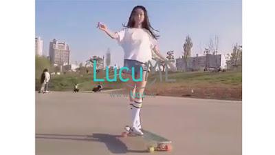 Dede Gemes Pakai Celana Gemes Asal Korea Ini Jago Banget Main Long Board