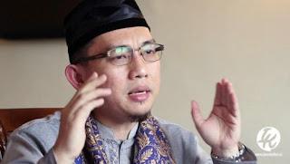 Ustaz Hilmi: Ibadah Haji Ditunda, Sholat Jumat Ditiadakan, Kenapa Pilkada Tetap Lanjut?