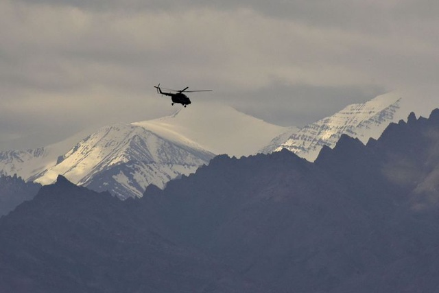 An Indian Air Force helicopter is in the upper mountains near the town of Leh, in Ladakh region on June 24. Photo: EPA