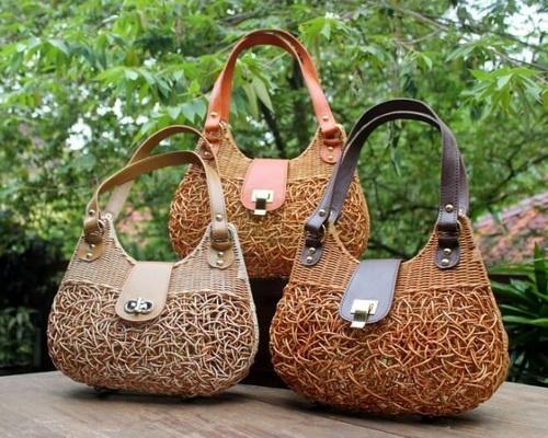 Tinuku Manggar Natural studio design luxury handbag using rattan to expose passive texture and spontaneous decopage