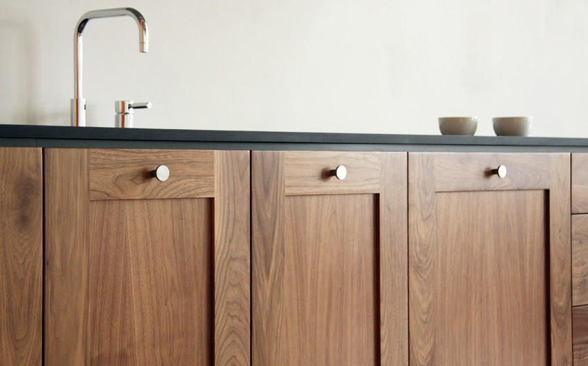 Knobless Kitchen Cabinets