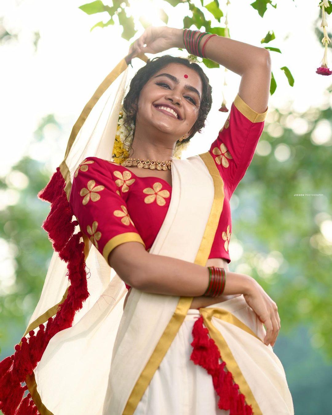 Actress Anupama Parameswaran Latest Photoshoot Stills in Saree - Onam Celebration