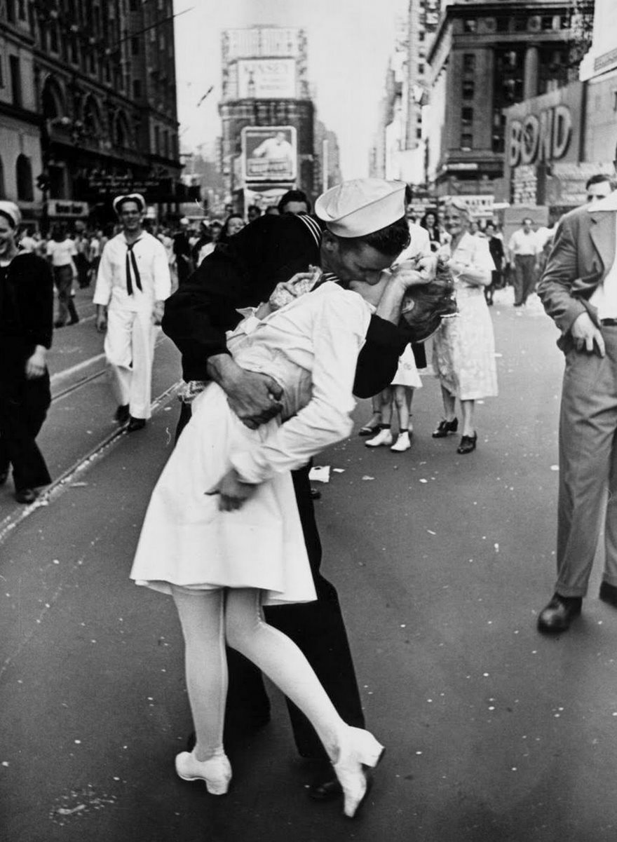 #11 V-J Day In Times Square, Alfred Eisenstaedt, 1945 - Top 100 Of The Most Influential Photos Of All Time