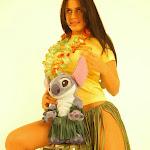 Andrea Rincon, Selena Spice Galeria 13: Hawaiana Camiseta Amarilla Foto 48