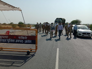 जालौन-झांसी बॉर्डर (थाना एट) पर पुलिस बल के साथ रूट मार्च Route march with police force on Jalaun-Jhansi border (Thana ait)        संवाददाता, Journalist Anil Prabhakar.                 www.upviral24.in