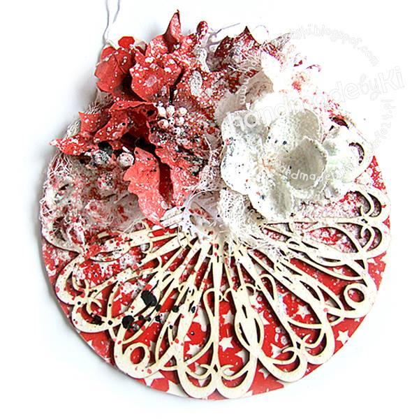 świąteczna kartka ozdobiona tekturką izimowymi  kwiatami