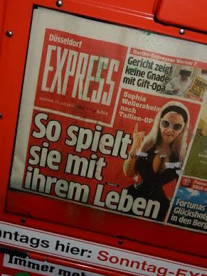 http://www.express.de/news/promi-und-show/nach-heftiger-rippen-op-sophia-wollersheim-spielt-mit-ihrem-leben-27947062?originalReferrer=