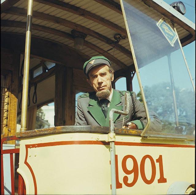 Рига. Водитель экскурсионного ретро-трамвая Лаймонис Виткус