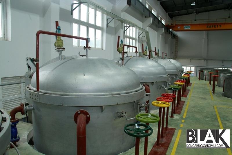 Tiếp theo, vỏ khô cây gai dầu được cho vào nồi hấp với công xuất 600kg/nồi